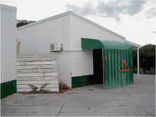 St Maarten Zoo was very run down and close to bankrupt in 2001.